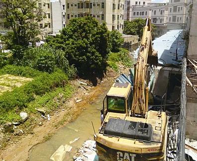 坪山区清查整治墩子河流域 拆除1500平方米违建